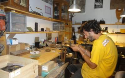 Jean Baptiste et Eugénie dans leur atelier «Buena Onda»